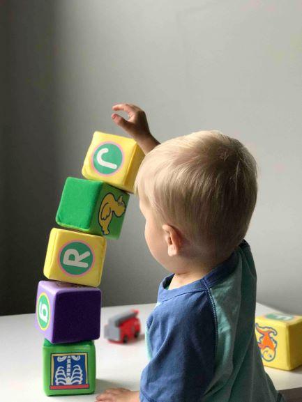 Ako zabaviť dieťa doma + rozpis aktivít